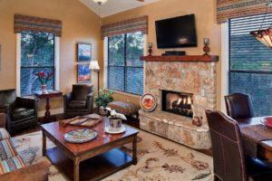 El Serafin Cottage living room